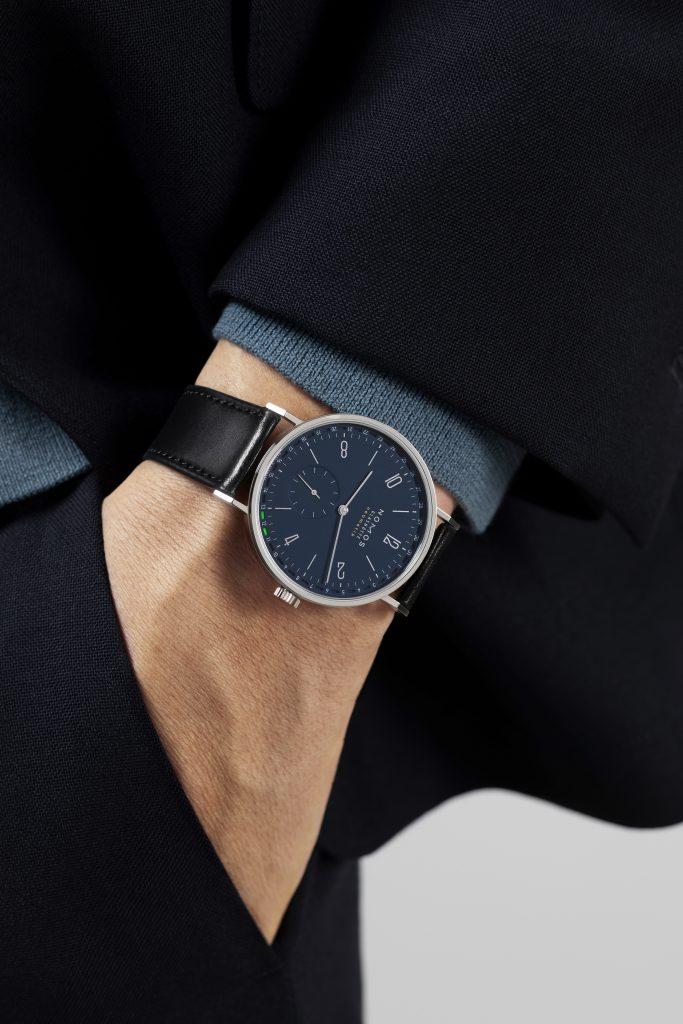 Elegant NOMOS Tangente med blå skive, passer perfekt under skjorteærmet